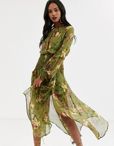 Buy ASOS DESIGN drop waist shirred floral midaxi dress at ASOS. With free delivery and return options (Ts&Cs apply), online shopping has never been so easy. Get the latest trends with ASOS now. High Street Fashion, Sequin Midi Dress, Maxi Wrap Dress, Asos, Long Sleeve Smock Dress, Boho Chic, Motif Floral, Going Out Dresses, Mi Long