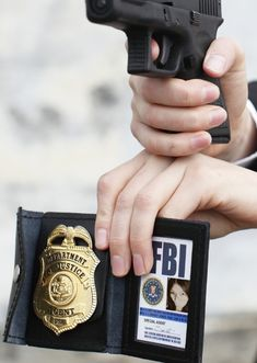 before doing anything, an FBI agent has to identify themselves. if they do not it could cause them alot of trouble