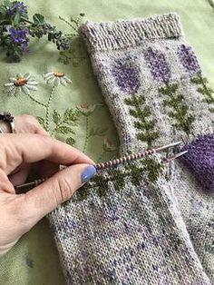 bufanda circular Blooming Lavender socks pattern by Stone Knits Knitting Designs, Knitting Patterns Free, Knitting Projects, Crochet Patterns, Knitting Tutorials, Stitch Patterns, Doll Patterns, Easy Knitting, Knitting Socks