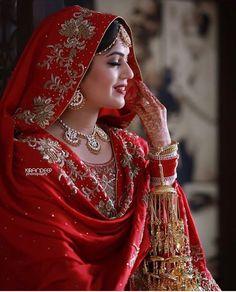 Wow! Bridal Suits Punjabi, Punjabi Bride, Pakistani Bridal, Pakistani Dresses, Indian Bridal Outfits, Indian Bridal Fashion, Indian Bridal Wear, Punjabi Fashion, Sikh Wedding Dress
