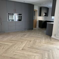 Anyone fancy a spacious kitchen like this? Featuring our beautiful, rustic and contemporary Sun Bleached Oak from our Spacia range in a Herringbone laying pattern 😍 (📷 @ middleforthhouse) Explore our Spacia range through the Amtico Flooring Kitchen, Hall Flooring, Wood Floor Kitchen, Parquet Flooring, Floors, Wood Effect Floor Tiles, Herringbone Wood Floor, Tile Floor, Kitchen Interior