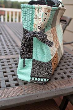 Charm Pack Bag - Tutorial | Girls in the Garden
