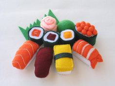 So cute. I hope someday I have a girl or a boy who likes fake food. :) (from PACHOM shop on Etsy)