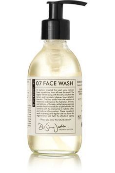Instructions for use: Wet face and lather one pump into the palm of the hand Apply to entire face in circular motions Rinse thoroughly 200ml/ 6.7fl.oz.