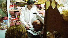 ヨーロッパのお肉屋さんは注文後にスライスしてもらうのがルール? イタリアの場合