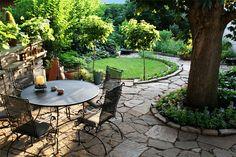 Design idea: Small patio area with walkway