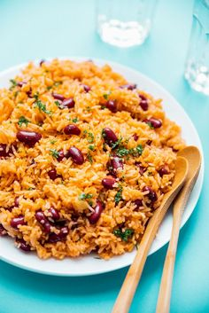 Easy Spanish Rice and Beans This easy vegan Spanish Rice and Beans recipe is quick to whip up and is a great source of complete proteins! A great vegetarian side dish idea for Taco Tuesday, Cinco de Mayo, or any busy weeknight! Vegetarian Rice Dishes, Vegetarian Recipes Dinner, Mexican Food Recipes, Rice And Beans Recipe Vegetarian, Rice And Beans Diet, Rice And Beans Recipe Puerto Rican, Easy Rice And Beans Recipe, Dinner Recipes, Vegetarian Food