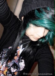 Love the hair but look at the shirt :} hehe me love Black Veil Brides!!