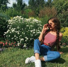 Ideas Flowers Beautiful Photography Inspiration For 2019 Girl Photo Poses, Girl Poses, Picture Poses, Portrait Photography Poses, Photography Poses Women, Photography Flowers, Tumblr Aesthetic Photography, Beauty Photography, Poses Pour Photoshoot