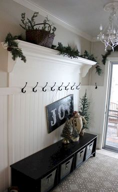 50 Stunning Farmhouse Entryway Decor Ideas  #decor #Entryway #Farmhouse #Stunning Front Entryway Decor, Entryway Hooks, Bench For Entryway, Mudroom Benches, Hallway Entrance Ideas, Front Hallway, Entrance Decor, Entry Way Storage Bench, Kitchen Entryway Ideas