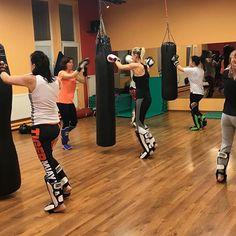 Wackenreuther Tomáš-Ronin (@fighter_tiger_) • Fotky a videa na Instagramu Burning Girl, Kickboxing, Muay Thai, Basketball Court, Relax, Train, Gym, Fitness, Instagram