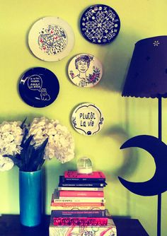 // Plates collage on the wall. By Luna Art.