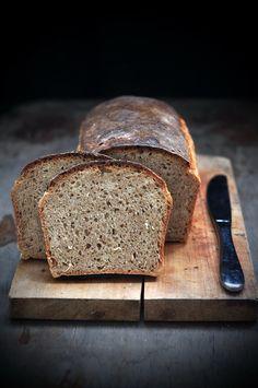 """Мои хлебобулочные приключения продолжаются. Вчера я испытала очередной рецепт с немного смешным названием """"Пеклеванный хлеб"""". Получился чудесный кирпичик, похожий на магазинный, но, конечно же, гораздо вкуснее. Вчера вечером, когда он испекся и наполнил своим ароматом кухню, я вспомнила,…"""