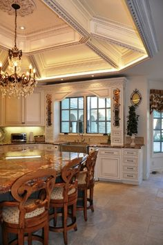 30 Custom Luxury Kitchen Designs Some Plus 30 Custom Luxury Kitchen Designs Some Plus Jessica Hawkins kitchen remodel The vaulted ceiling and hanging chandelier give nbsp hellip coffered Ceiling Luxury Kitchen Design, Luxury Kitchens, Cool Kitchens, Kitchen Designs, Salas Lounge, Pretty Room, Design Moderne, Traditional Kitchen, Ceiling Design