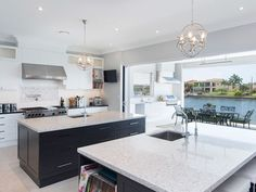 White Style and modern. Kitchen White, White Style, Beautiful Kitchens, Circuit, Island, Modern, House, Things To Sell, Home Decor