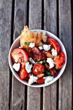 Jamie Oliver chorizo-tomato salad.  Bien représentative de sa cuisine, cette salade est un vrai délice de simplicité!