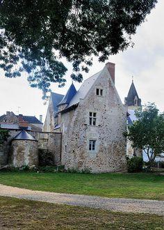 Prieuré de Saint-Rémy-la-Varenne. Pays-de-la-Loire