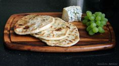Flat bread filled with Stilton and White grapes. Delicious combination! The bread are baked in a pan, recipe from Paul Hollywood.