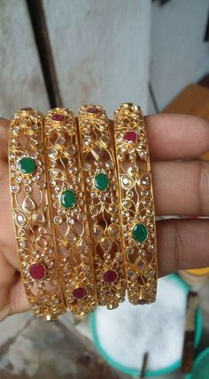 Gold Jewelry Buyers Near Me Kids Gold Jewellery, Gold Jewelry Simple, Gold Jewellery Design, India Jewelry, Plain Gold Bangles, Gold Bangles Design, Jewelry Model, Jewelry Patterns, Bridal Jewelry