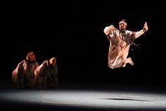 """Os apaixonados pela dança não podem perder o balé """"A Sagração da Primavera"""", remontado pelo Ballet e pela Orquestra Sinfônica do Theatro Municipal, na sede desses grupos, no domingo, dia 7, às 11h30."""