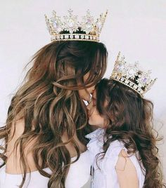 mom and baby Every queen needs her crown and every princess needs her tiara! Every queen needs her crown and every princess needs her tiara! {✨Find out about the monthly giveaway tomorrow, trust me, you'll want it✨} 👑⭐️ Mother And Daughter Drawing, Mother Daughter Pictures, Mother Daughter Fashion, Mother Art, Mom Daughter, Mother And Child, Daughters, Mother Daughter Photography, Girly M