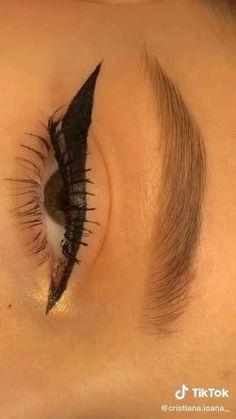 Edgy Makeup, Eye Makeup Art, Makeup Inspo, Makeup Inspiration, Scary Makeup, Makeup Tutorial Eyeliner, No Eyeliner Makeup, Skin Makeup, Khol Eyeliner