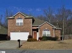 New #homeforsale in #SimpsonvilleSC. 3 bedrooms plus a bonus, master on main, and it backs to 7+ wooded acres, so no neighbor behind!