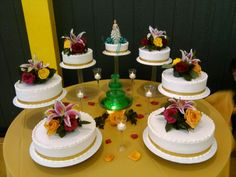 7 cakes for a quinceañera with a fountain in the middle.