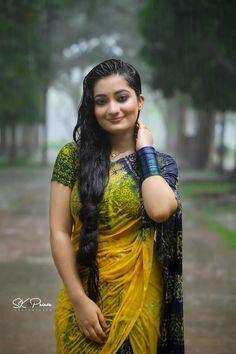 Beautiful Girl Indian, Beautiful Saree, Beautiful Indian Actress, Beautiful Actresses, Cute Beauty, Beauty Full Girl, India Beauty, Asian Beauty, Indian Wedding Poses