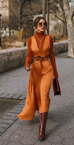 Vintage dress - Outfits for Work 70s Fashion, Fashion 2020, Modest Fashion, Look Fashion, Vintage Fashion, Fashion Outfits, Womens Fashion, Fashion Trends, Berlin Fashion