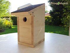 Hier findet ihr eine komplette Bauanleitung für einen Nistkasten für Vögel. In einer ausführlichen Fotostrecke zeige ich euch wie ihr ihn selbst bauen könnt