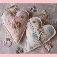 bonitos corazones de tela