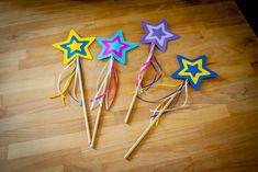 Selber gebastelte Feen-Zauberstäbe als #Bastelaktion für einen #Kindergeburtstag  #Kinder #Basteln