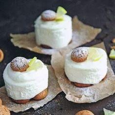 4 personen 2 blaadjes witte gelatine 100 ml sap en rasp van 1-2 citroenen 75 g suiker 3 el limoncello 20-32 amaretti 50 ml slagroom ...