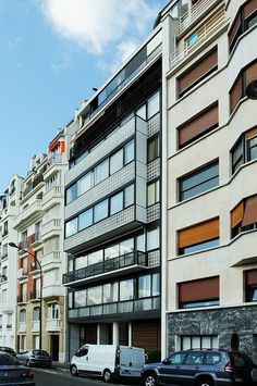 Immeuble Molitor - Le Corbusier's apartment occupied the two top floors by FADB, via Flickr
