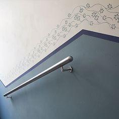 Treppenhaus mit Musterwalzen gerollter Bordüre / stairhouse with rolled wall pattern design