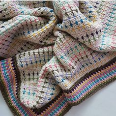 Crochet Afghans Ideas Color Inspiration :: Block stitch throw in soft white with scrap colors Crochet Afgans, C2c Crochet, Manta Crochet, Afghan Crochet Patterns, Crochet Home, Crochet Crafts, Crochet Stitches, Crochet Ideas, Scrap Yarn Crochet