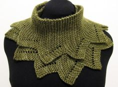 Knitting patterns for beginners can be dull sometimes, but that is not the case with the Crazy Crocodile Cowl. This knit cowl pattern is still made with the garter stitch, but is made with several triangle points, giving you a fun and festive winter Cowl Scarf, Knit Cowl, Knit Crochet, Knitted Cowls, Crochet Granny, Crochet Scarfs, Knitting Patterns Free, Knit Patterns, Free Knitting