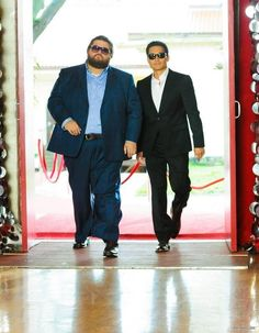 Twitter via jorgegarcia: Trying to look cool with Daniel Dae Kim - I just saw this episode!  funny scene!