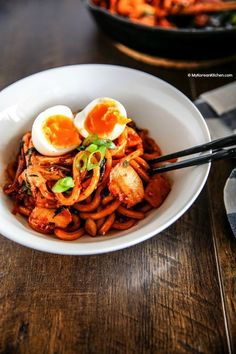 How to make Kimchi udon noodle stir fry. Udon noodles are stir-fried with bacon and Kimchi. Vegetarian Stir Fry, Veggie Stir Fry, Noodle Recipes, Veggie Recipes, Asian Recipes, Vegetarian Recipes, Asian Desserts, Entree Recipes, Cucina