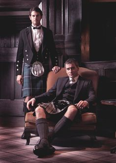 Image discovered by Komala Sarvani. Find images and videos about scottish, kilt and enma on We Heart It - the app to get lost in what you love. Scottish Dress, Scottish Man, Scottish Plaid, Scotland Men, Glasgow Scotland, Men Dress Up, Men In Kilts, Kilt Men, Komplette Outfits