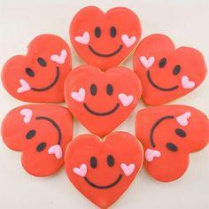 Valentine Cookies, Heart Cookies, Valentine Party, Valentine Treats, Smiley Cookies decorated sugar c Valentine's Day Sugar Cookies, Heart Cookies, Iced Cookies, Royal Icing Cookies, Summer Cookies, Cookies For Kids, How To Make Cookies, Fun Cookies, Disney Cookies