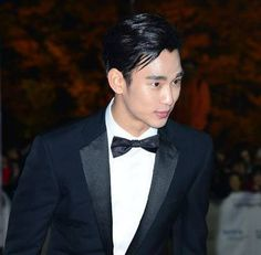 Kim Soo Hyun wins 'Male Rookie Award' at the 50th Dae Jong (Grand Bell) Film Awards | http://www.allkpop.com/article/2013/11/kim-soo-hyun-wins-male-rookie-award-at-the-50th-grand-bell-film-awards