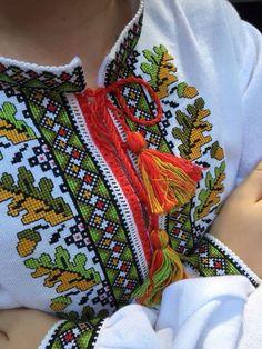 Bastilla, Cross Stitch Borders, Vera Bradley Backpack, Boho Shorts, Knitting Patterns, Textiles, Embroidery, Model, Ely