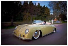 love this Porsche.  Maybe a 356