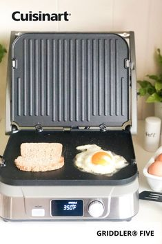 You don't need to have a big backyard or patio to get your grill on! Countertop cookouts in smaller spaces are made possible with our Griddler® FIVE, which acts as a contact grill, panini press, full grill, full griddle and half grill/half griddle. Breakfast, lunch and dinner are made easy with this versatile #kitchenmusthave! #cuisinart #savorthegoodlife #griddle #paninipress #smallkitchenideas #indoorgrilling #apartmentliving Grill Panini, Panini Press, Griddle Recipes, Indoor Grill, Big Backyard, Kitchen Must Haves, Fluffy Pancakes, Griddles, Griddle Pan