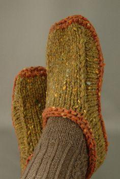 Ravelry: Non-felted Slippers by Yuko Nakamurahttp://www.ravelry.com/patterns/library/non-felted-slippers/slideshow?fullscreen=1&start=15661485