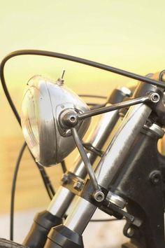It means moto Enduro Vintage, Velo Vintage, Vintage Motorcycles, Custom Motorcycles, Custom Bikes, Motorcycle Headlight, Bobber Motorcycle, Bobber Chopper, Motorcycle Style
