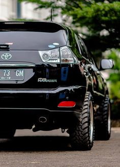 Lifted toyota Harrier with off-road tires. Inspiration ideas on lifted trucks and SUV with off-road wheels and overland mods. DIY and easy to install exterior and interior upgrades. Toyota Cars, Toyota Supra, Toyota Harrier, Subaru Tribeca, Subaru Impreza, Wrx, Lexus Rx 350, Honda Civic, Honda S2000