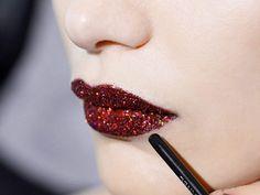 Los 'glitter lips' son la tendencia de impacto que cerrará el año